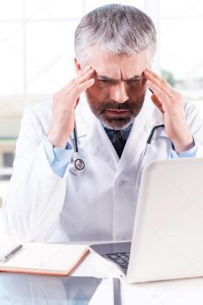 médico cansado